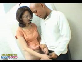 HD-Japanese milf fucked in bathroom,straight,ipadporn,