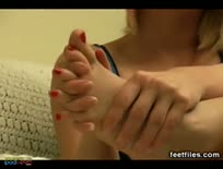 Feetfiles,Zahra sucks her feet