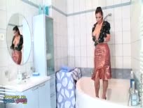 Aria Giovanni in Latex on Bath 02