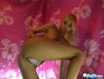 Cutie blonde Likana solo webcam show