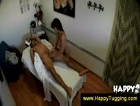 Asian masseuse gets extra for handjob